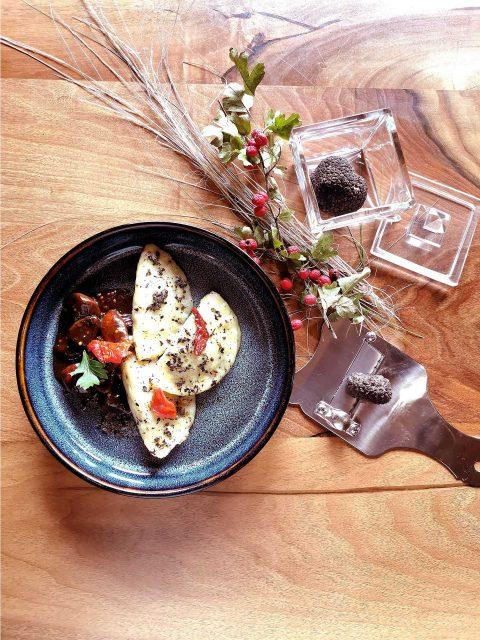 Domáce zemiakové taštičky plnené kačacím mäskom na hľuzovkovom masle s hubami